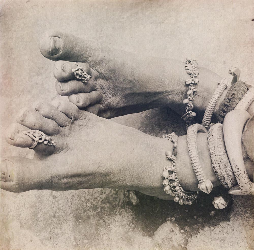 1941_BANGLES AND TOES_4901