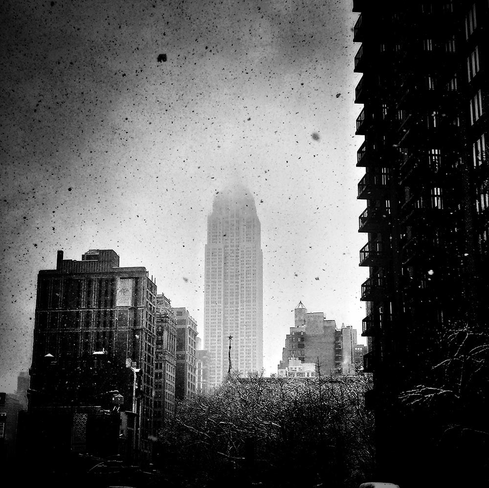 3463_SNOW FALLS LIKE ASHES IN MANHATTAN_3937